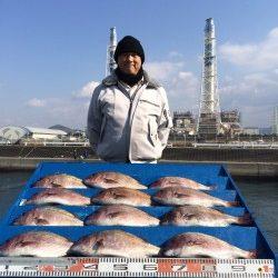 和歌山マリーナシティ海洋釣り堀 寒さに負けずマダイ12枚!