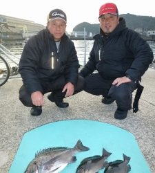 沖一文字フカセで良型チヌ・グレ 神谷一文字カゴ釣りでチヌ45cm・4cm