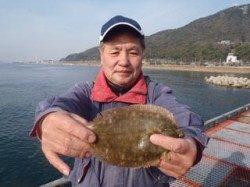 須磨海づり公園 青イソメの投げ釣りでカレイ25cm