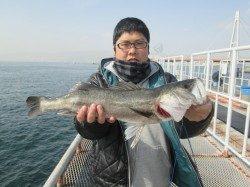 尼崎市立魚つり公園 午後からスズキクラスが2本!