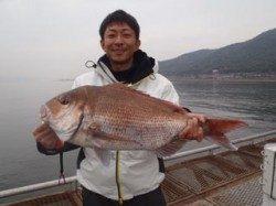 須磨海づり公園 ウキ流し釣りでマダイ67cm