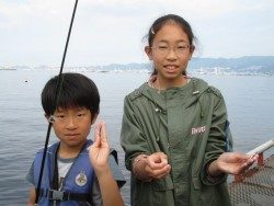 尼崎海釣公園 ズボでハネ・スズキ サビキでイワシ・サッパ