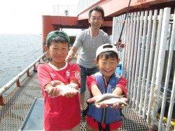 尼崎市立魚つり公園 サビキでサッパ・イワシなど