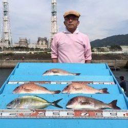 和歌山マリーナシティ海洋釣り堀 シマアジ・マダイの引きを堪能