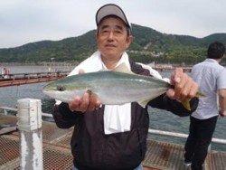 神戸市立須磨海づり公園 ウキ流し釣りでハマチ47cm