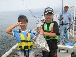 尼崎市魚つり公園 サビキでアジ・イワシ大爆釣