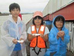 尼崎市立魚つり公園  大雨の中サッパ、アジ