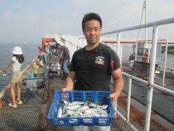 尼崎市立魚つり公園 サッパ3000匹!他魚種多数です