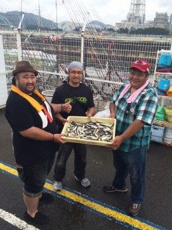 アジ100尾 !雨の和歌山マリーナシティ海釣り公園