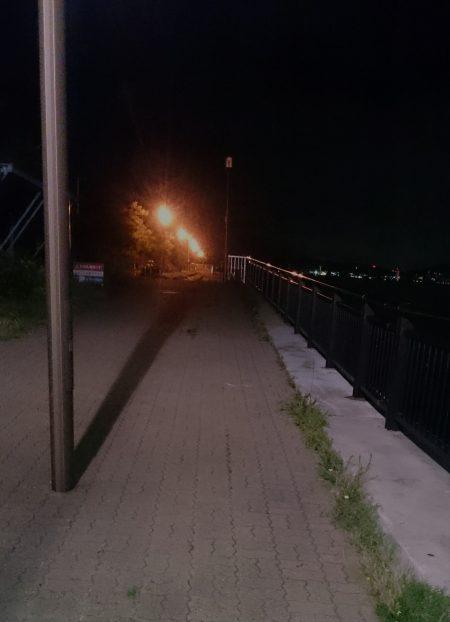 神戸空港の東側の常夜燈が消えてる