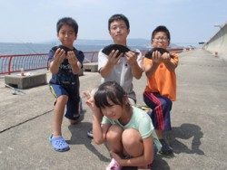 神戸市立平磯海づり公園 グレ釣ってキメのポーズ〜!