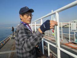尼崎市立魚つり公園 セイゴ湧いてます