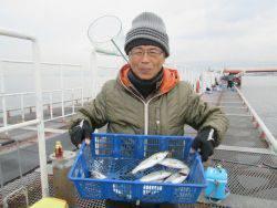 尼崎市立魚つり公園 ズボ釣りで良型チヌ