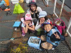 尼崎海釣り公園 サビキでカタクチイワシ好調