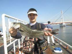 尼崎市立魚つり公園 ウキ釣りでハネ