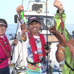 伊丹章・永田まりのタッグで明石の船タコ釣りに挑戦!【カンパリムービー】