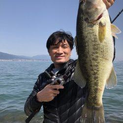 桜満開の琵琶湖で初バスゲット