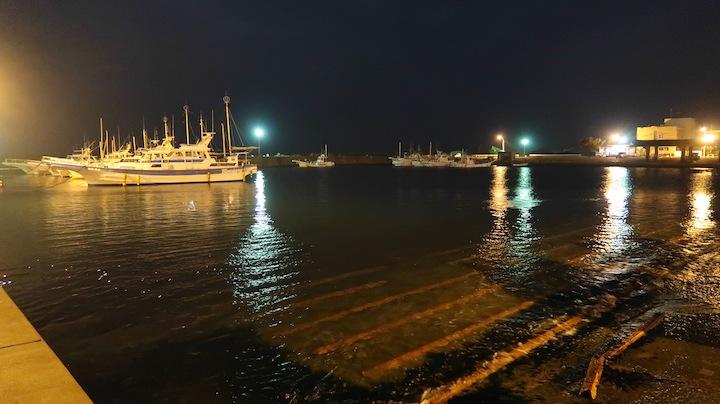 スロープのポイント〜夜の漁港でのライトゲーム