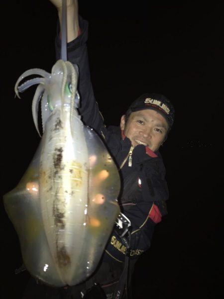 デカアオリを含む数釣りも! 条件さえ満たせば冬はアオリイカ釣りが楽しめるシーズンです【角田裕介氏連載記事浮きアオリイカ釣り 第27弾】