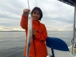 大阪湾太刀魚シーズン到来、メタルジグ対ライトテンヤで勝負!【Sea Magical彩キャプテン 連載記事No.03】